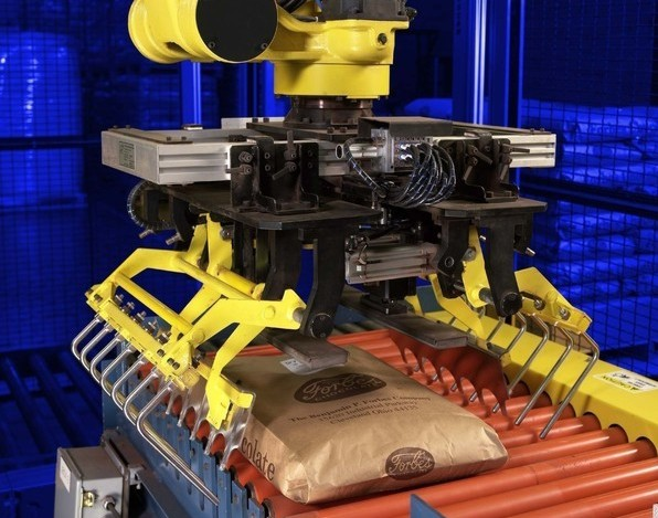 robot palletizing Qubiqa manufactures fully automated robotic palletizing systems to fit your needs we supply our custom palletizing robot world-wide contact us to inquire on how we fit your specific business.